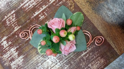 Ladies buttonholes & Corsages