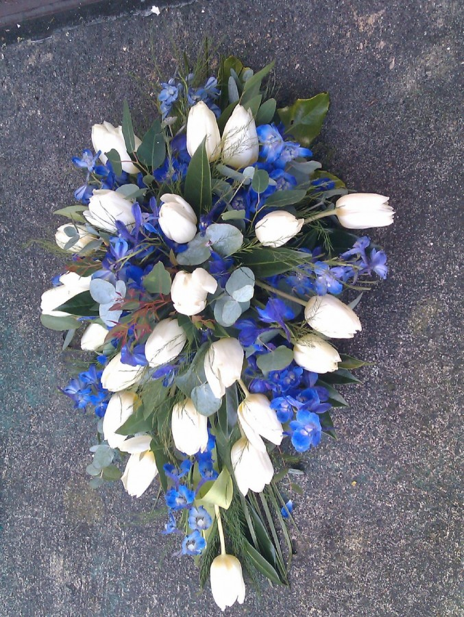 Blue & White in the Coffin Sprays category